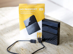 WD MY PASSPORT - 4TB PORTABLE HARD DRIVE AND AUTOMATIC BACKUP SOFTWARE