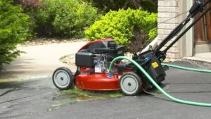 How to properly clean a lawn mower